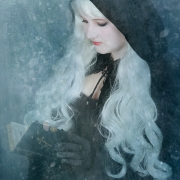 Model: Janina L.
